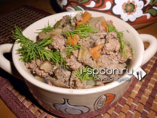 куриная печень с овощами и грибами в сметане